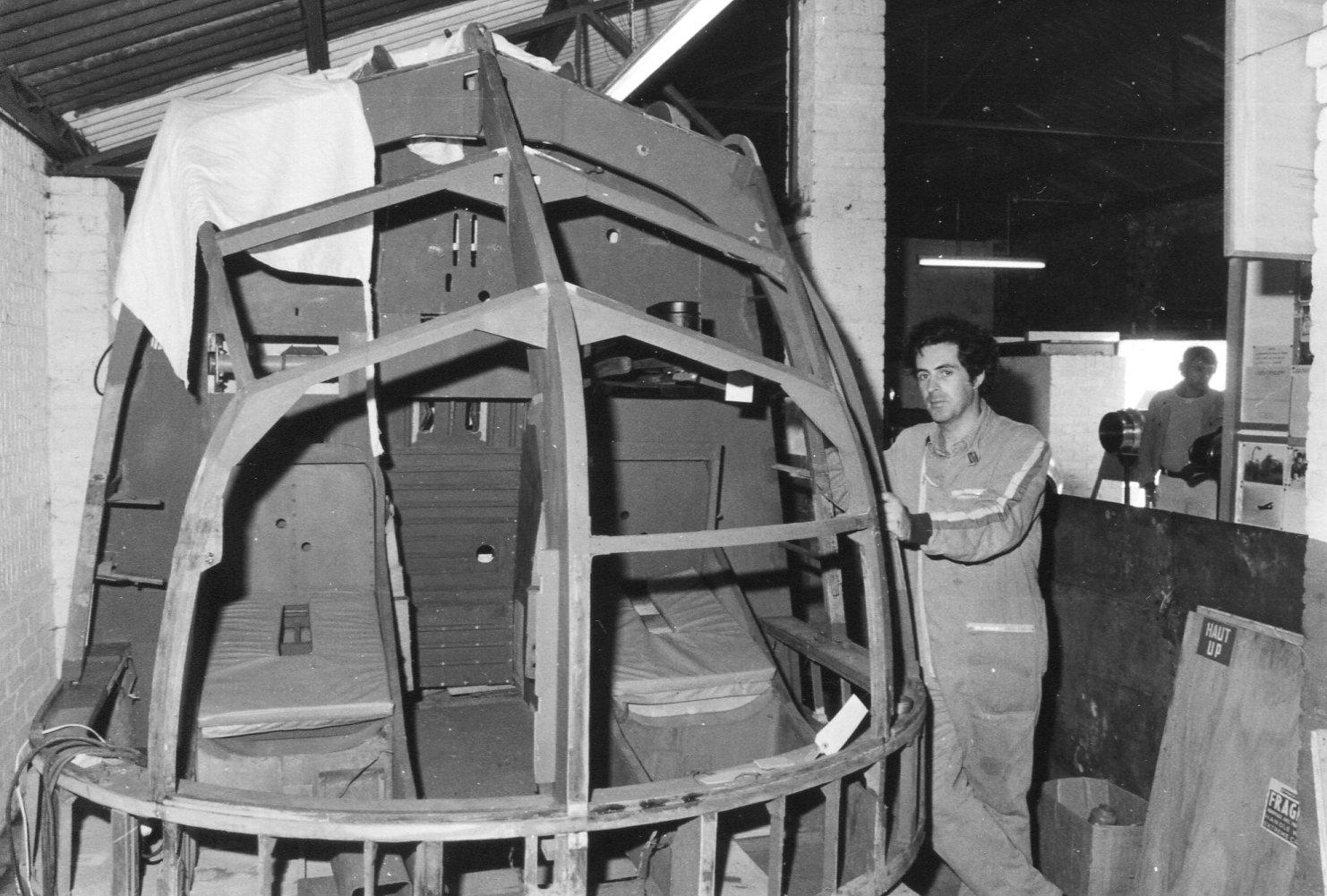 Naam: Horsa II neus sectie tijdens restauratie, Salisbury Hall 1978.jpg Bekeken: 111 Grootte: 246,8 KB