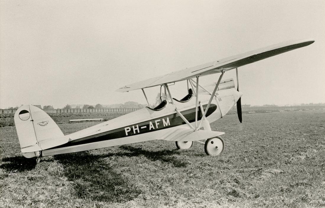 Naam: Foto 214. PH-AFM 'Vlinder'. Pander EG 100 (Ingeschreven als Pander EG 1). 1100 breed.jpg Bekeken: 316 Grootte: 120,5 KB