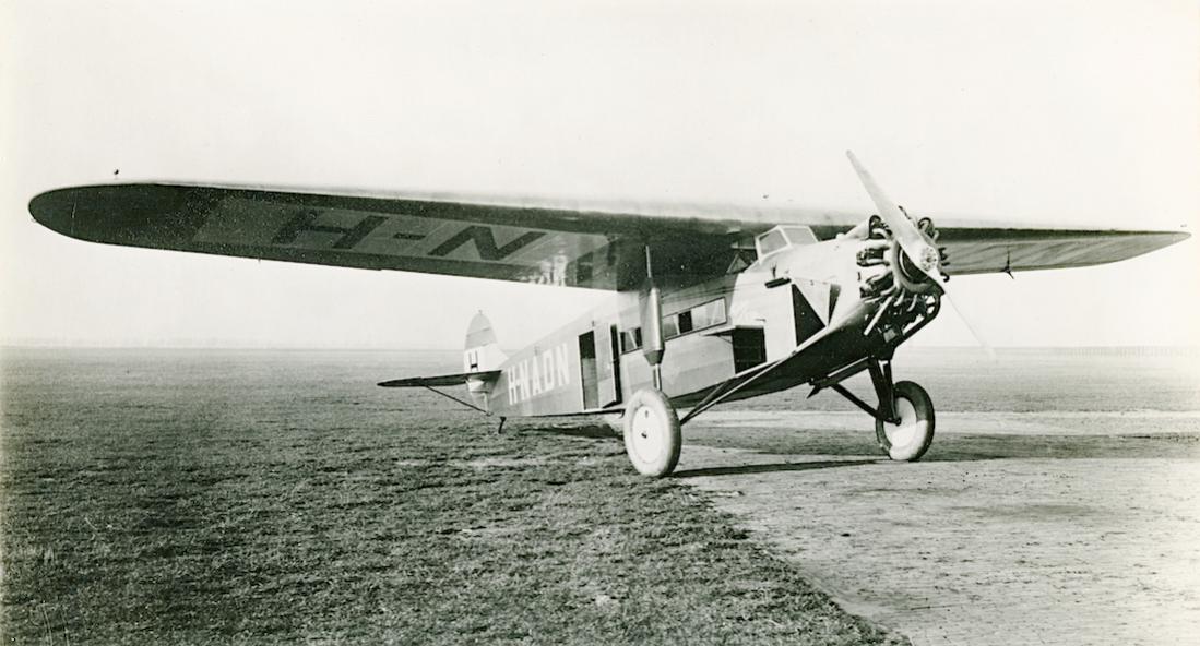Naam: Foto 218. H-NADN (PH-ADN). Fokker F.VIIa. Verkocht als G-AEHE. Deze afbeelding bestaat ook als p.jpg Bekeken: 228 Grootte: 90,2 KB