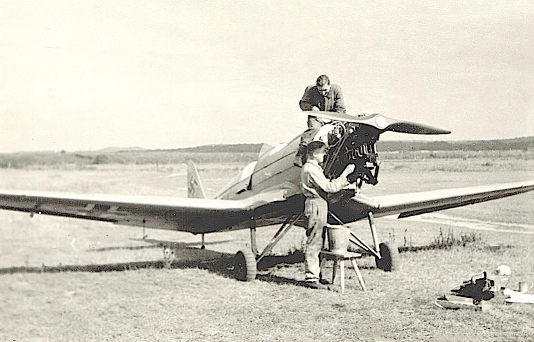 Naam: Foto 520. Klemm Kl 35. Diedenhofen. September 1942. 1100 breed.jpg Bekeken: 513 Grootte: 107,3 KB
