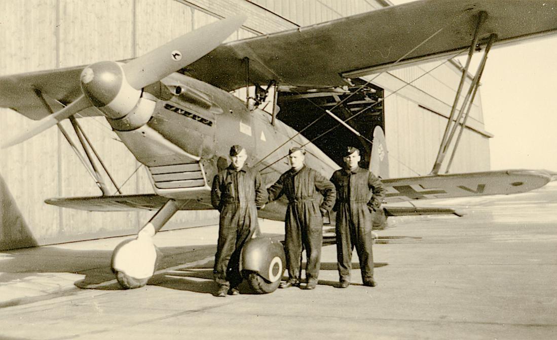 Naam: Foto 523. Arado Ar 68. Fliegerhorst Heiligenbeil, Ostpreußen. 1100 breed.jpg Bekeken: 371 Grootte: 107,5 KB