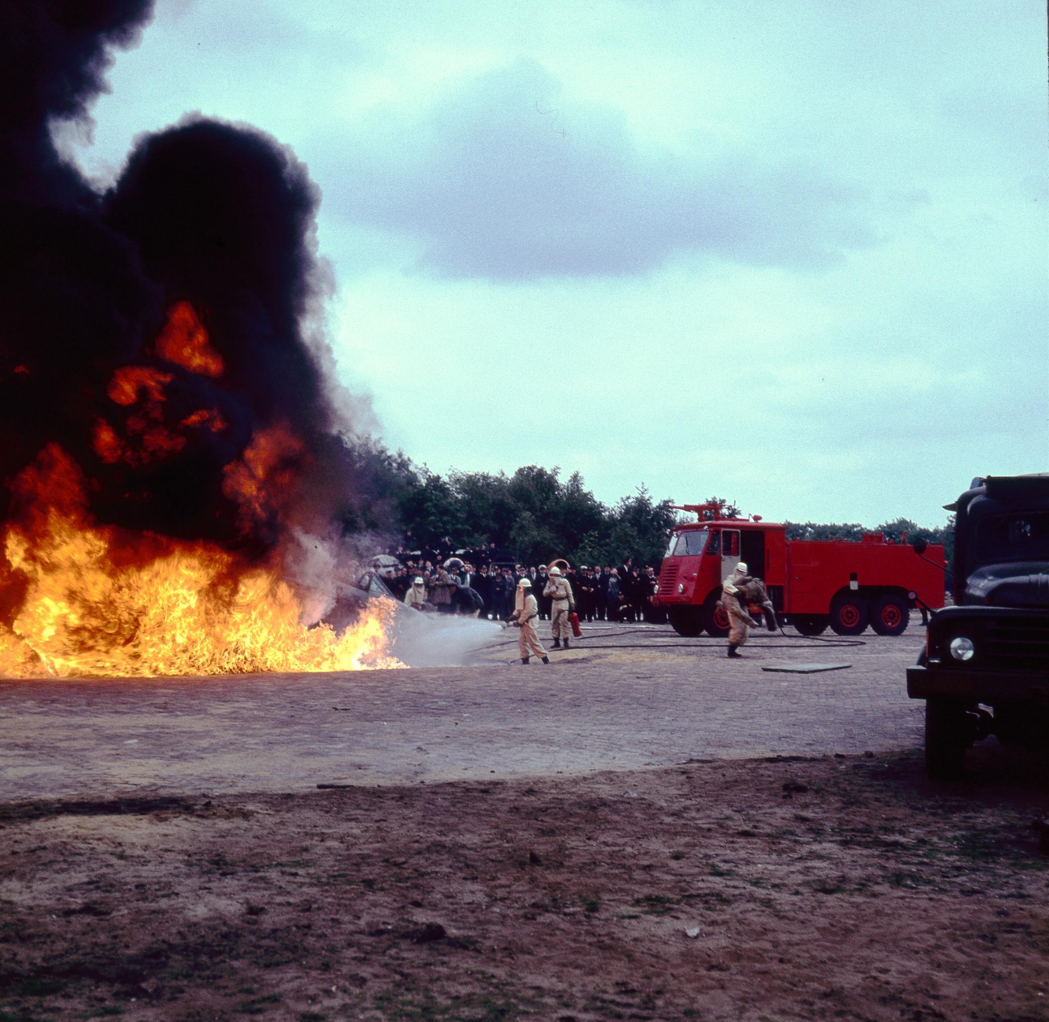 Naam: brandweer072.jpg Bekeken: 364 Grootte: 491,6 KB
