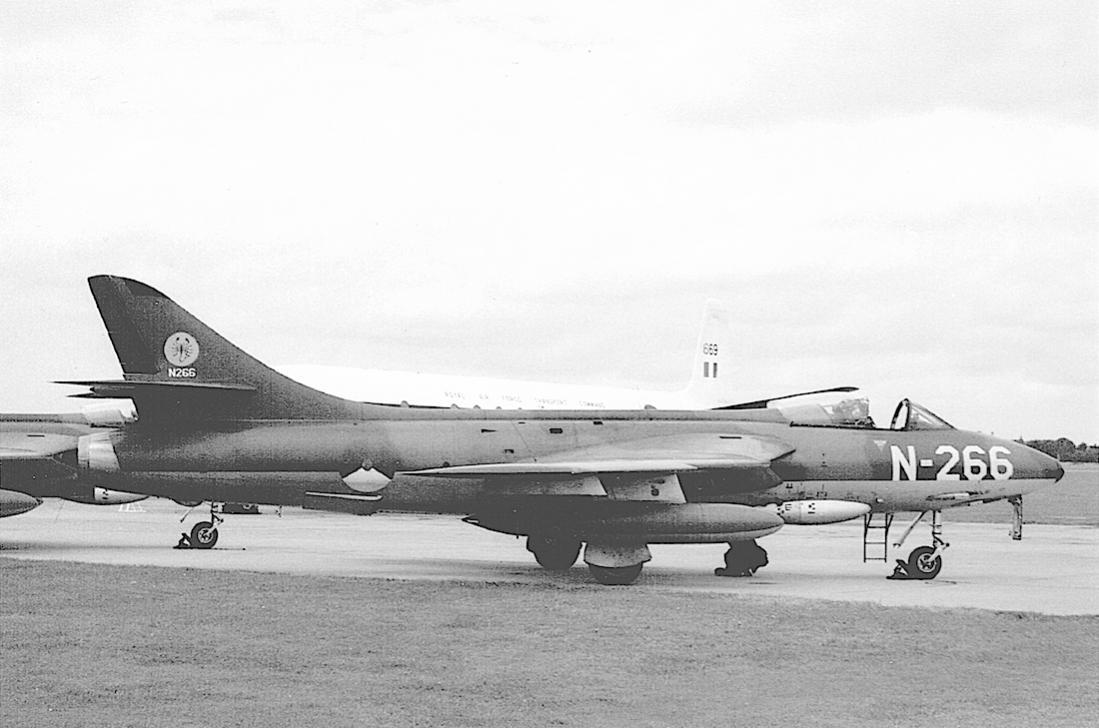 Naam: Foto 207. 'N-266'. Hawker Hunter F.Mk.6 van 325 Squadron. 1100 breed.jpg Bekeken: 83 Grootte: 84,1 KB