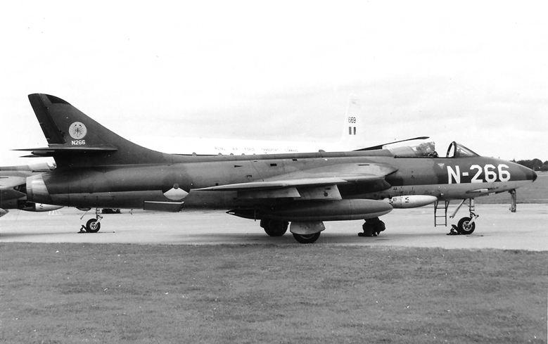 Naam: N-266 01 RAF Benson 17 sep 1960.jpg Bekeken: 66 Grootte: 54,4 KB