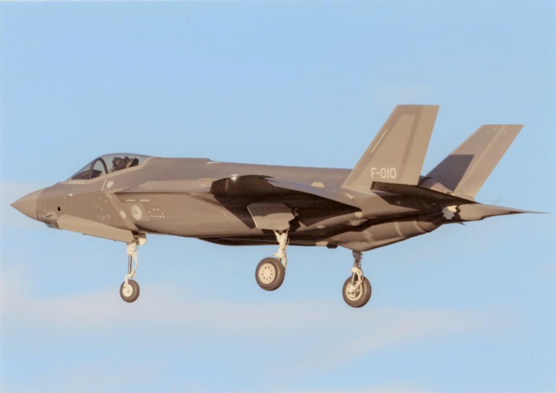 Naam: Foto 214. F-010. Lockheed Martin F-35A Lightning II. 1100 breed.jpg Bekeken: 157 Grootte: 37,1 KB