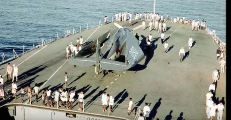 Naam: Screenshot_2018-09-21 HNLMS Karel Doorman (R81) in HD Color 1963 - YouTube(1).jpg Bekeken: 131 Grootte: 49,5 KB