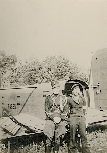 Naam: Foto 128. 1940-08 crash P4955.jpg Bekeken: 182 Grootte: 402,3 KB