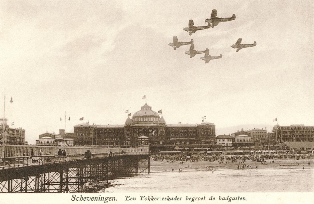 Naam: Kaart 824.  Scheveningen, Fokker C-VI (588, 593, 596, 600, 605 en 613). 1100 breed.jpg Bekeken: 170 Grootte: 116,5 KB