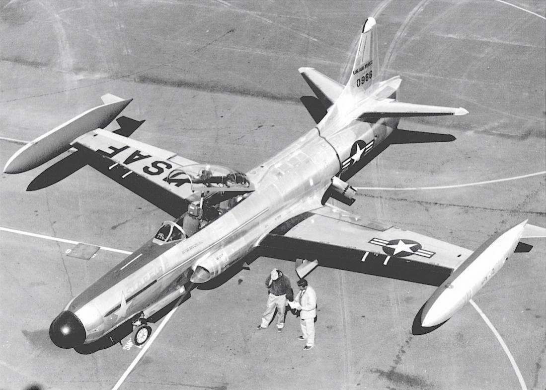 Naam: Foto 711. 50-966 (MSN 880-8011). Lockheed F-94C-1-LO Starfire. 1100 breed.jpg Bekeken: 144 Grootte: 115,6 KB
