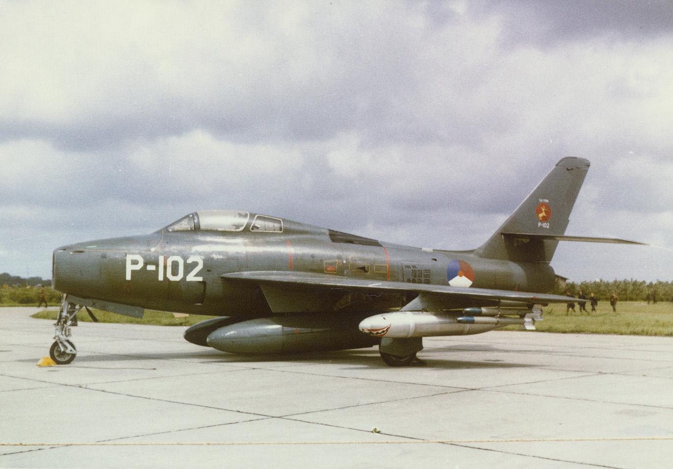 Naam: F84f P-102.jpg Bekeken: 172 Grootte: 463,7 KB