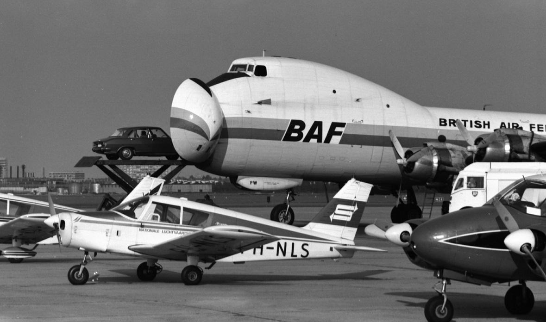 Naam: 1. G-AOFW ATL-98 Carvair, BAF + PH-NLS Piper PA-31 Chreokee, Schreiner.jpg Bekeken: 1352 Grootte: 221,9 KB