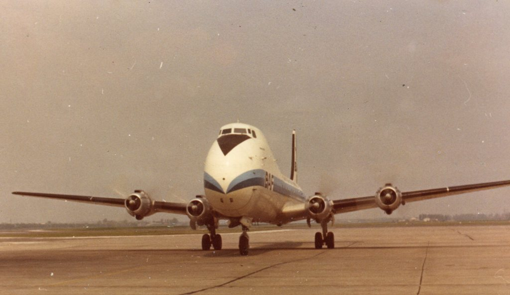 Naam: 'Carvair'van de BAF - Foto Jan Vermeegen Mei 1970.jpg Bekeken: 1145 Grootte: 84,6 KB