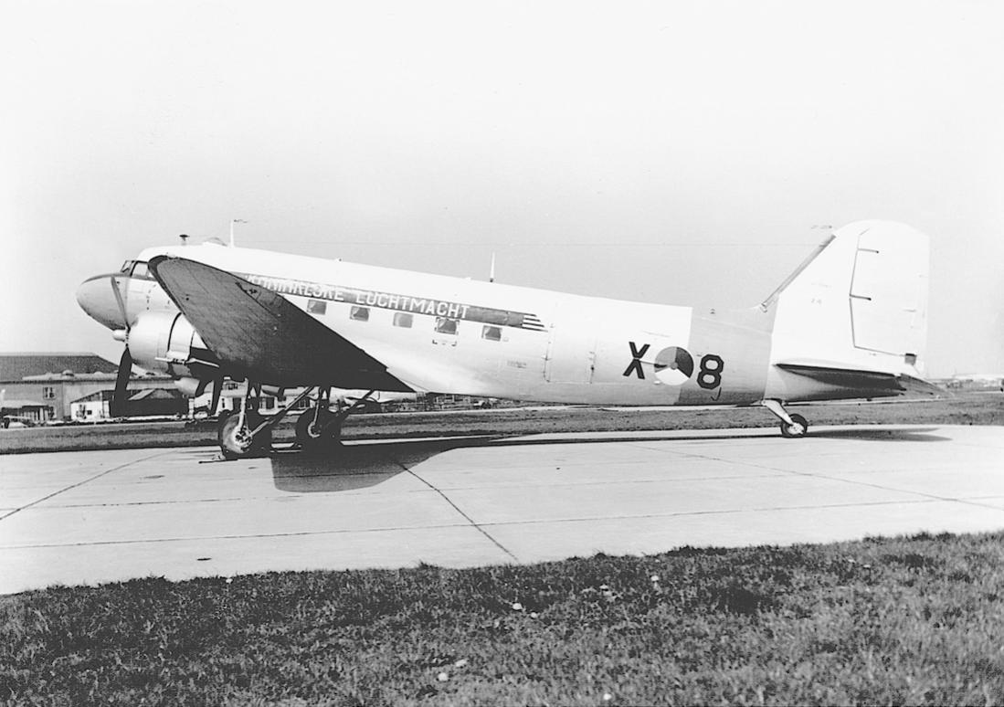 Naam: Foto 210. 'X-8'. Douglas C-47B Dakota. 1100 breed.jpg Bekeken: 195 Grootte: 99,4 KB