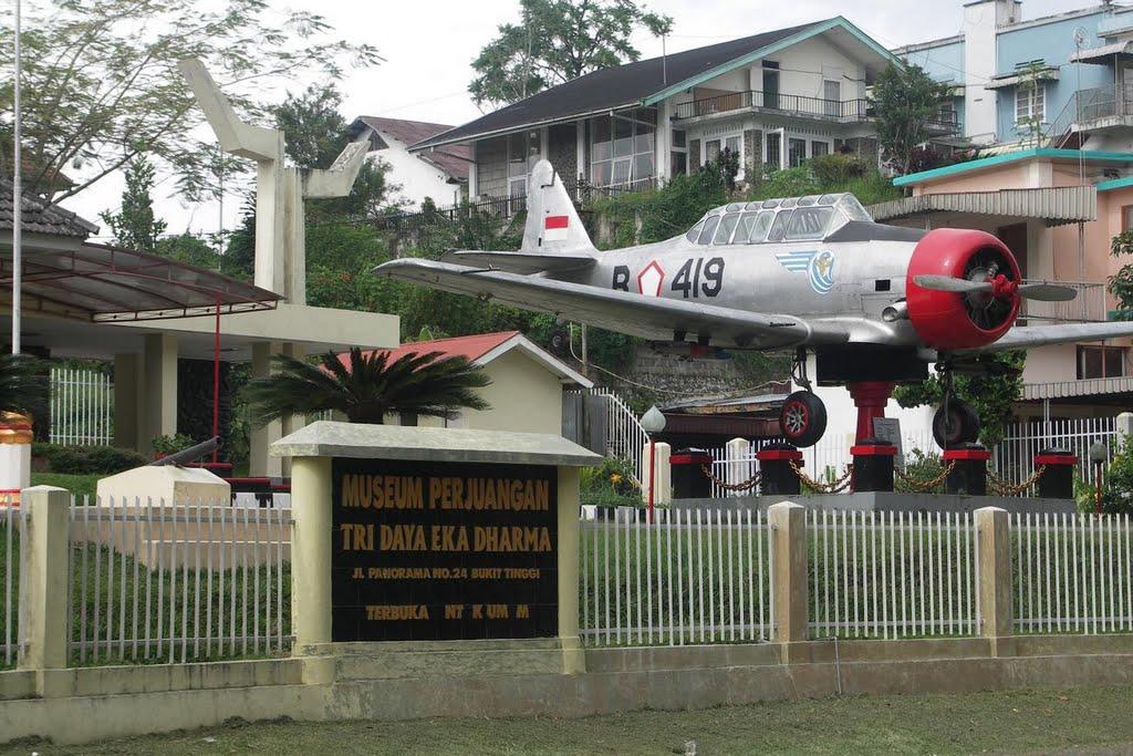 Naam: Harvard IIB , Bukittinggi, Indonesia.jpg Bekeken: 156 Grootte: 156,8 KB