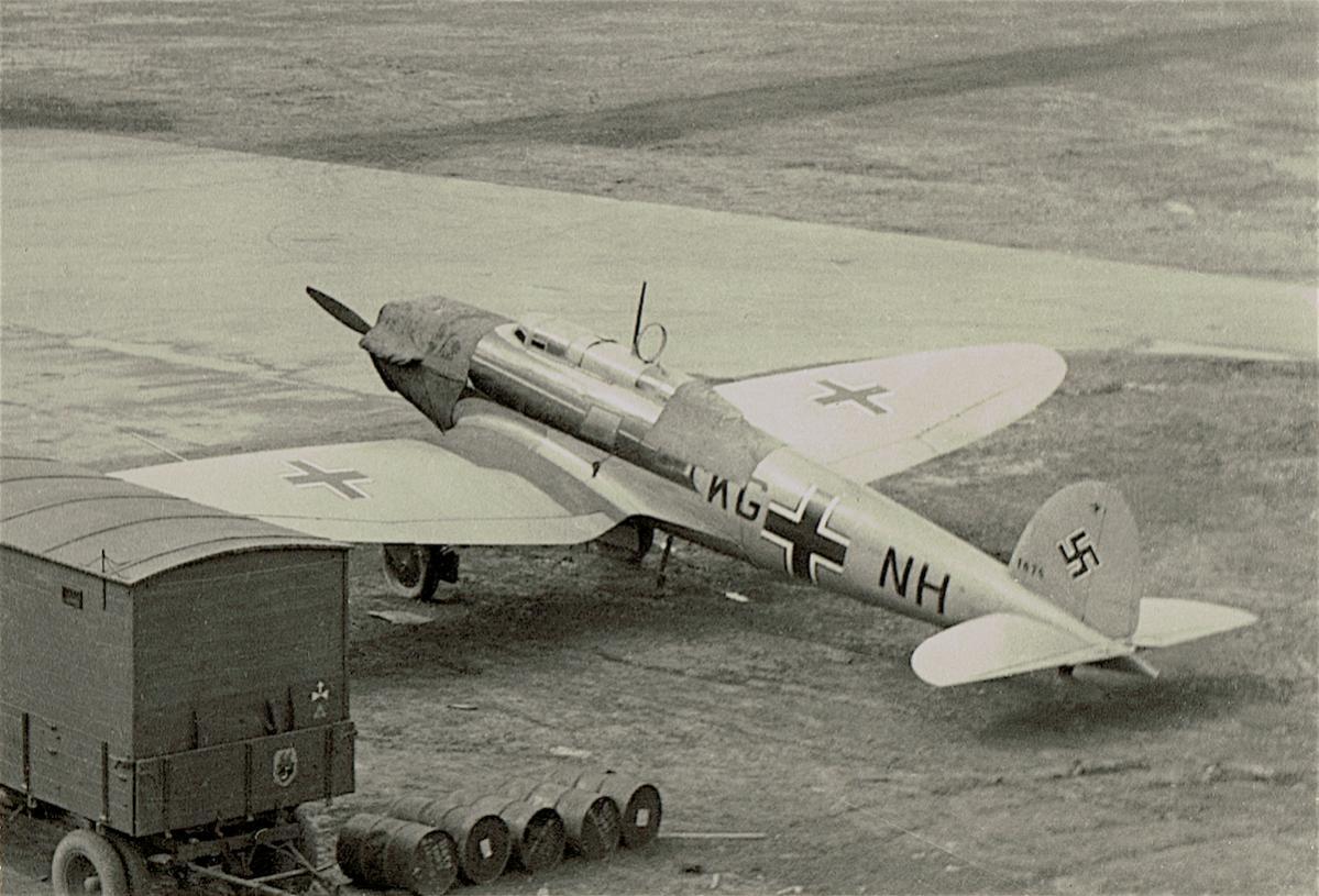Naam: Foto 355. 'KG+NH'. Heinkel He 70 (I.:JG 21, II.:JG 53), kopie.jpg Bekeken: 428 Grootte: 138,8 KB