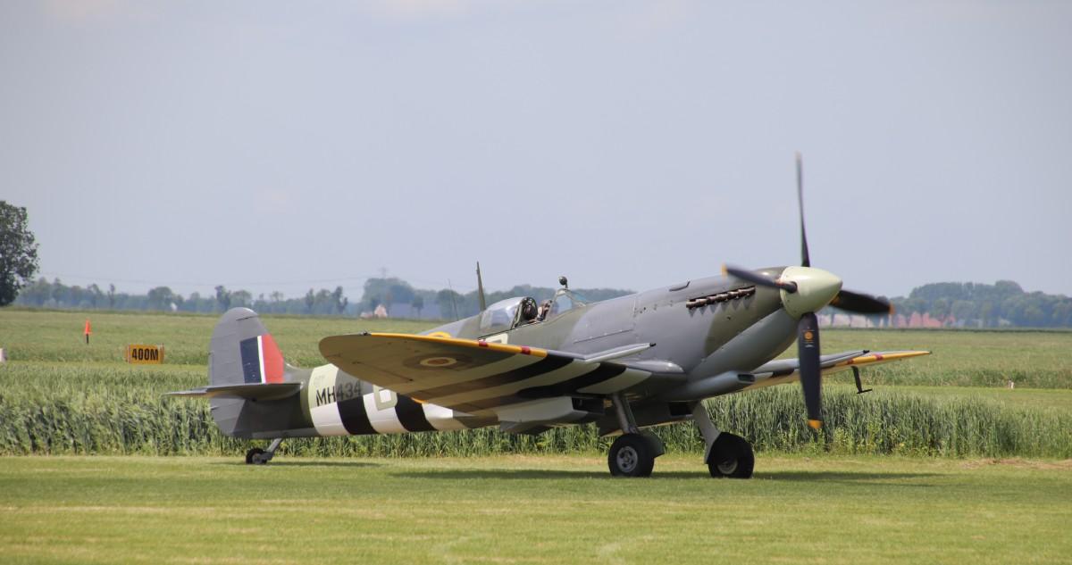 Naam: G-ASJV Spitfire IXb MH434 IMG_0277.jpg Bekeken: 306 Grootte: 118,1 KB