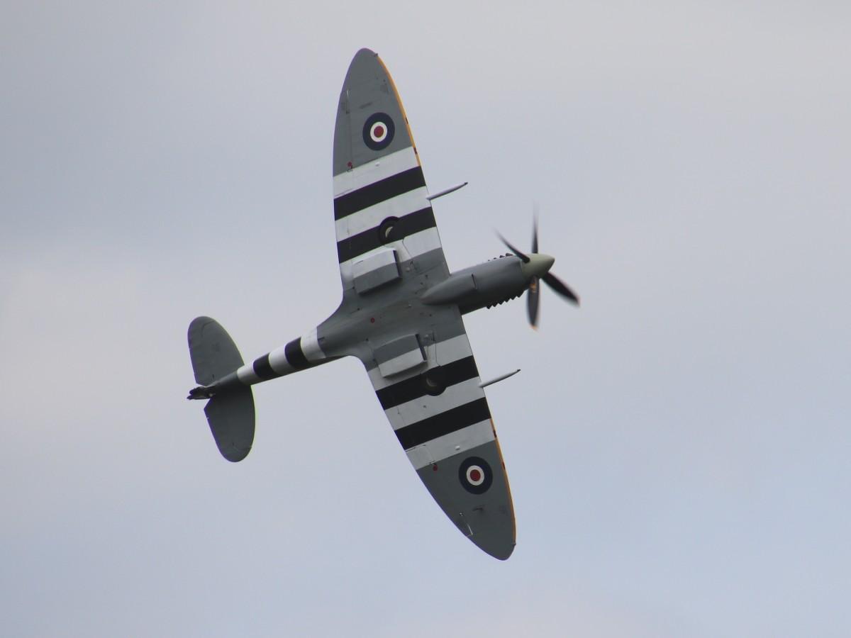Naam: G-ASIV Spitfire MH434 IMG_0316.jpg Bekeken: 390 Grootte: 67,7 KB