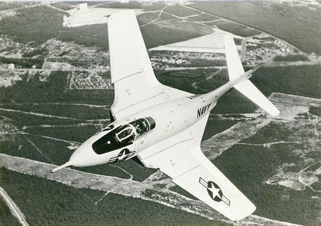 Naam: Foto 776. Grumman (Model G-99) F9F-8 (F-9J). 1100 breed.jpg Bekeken: 176 Grootte: 137,5 KB