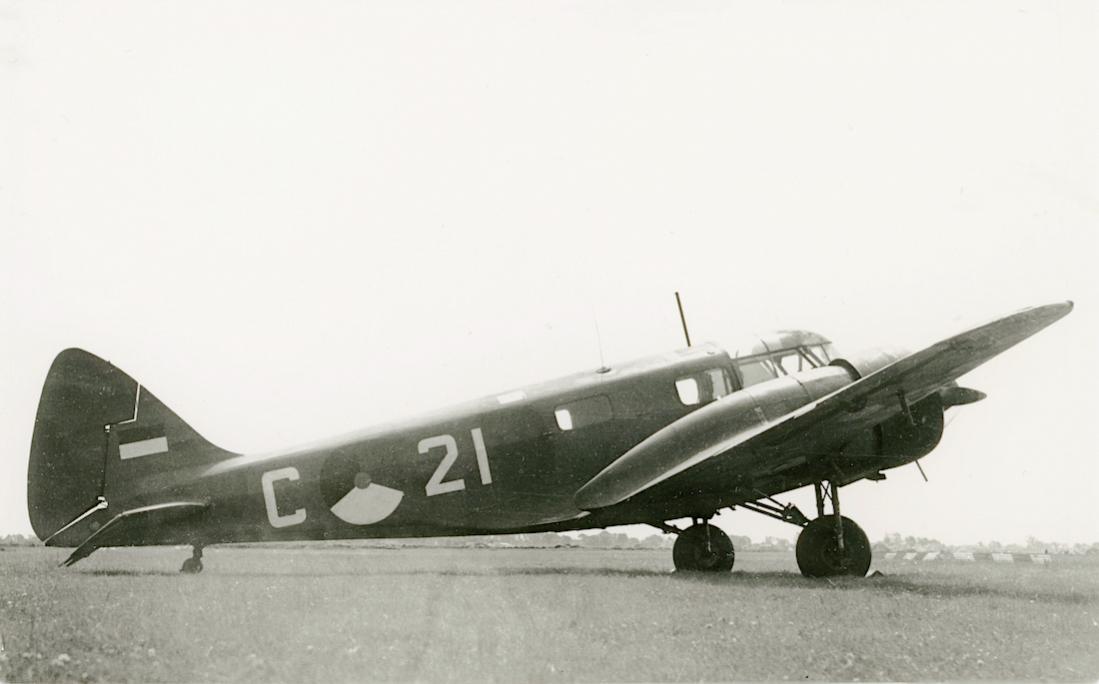 Naam: Foto 245. 'C-21' (c:n 2982). Airspeed AS-10 Oxford. 1100 breed.jpg Bekeken: 63 Grootte: 52,9 KB