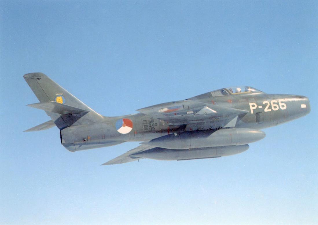 Naam: Foto 247. 'P266'. Republic F-84F Thunderstreak. 1100 breed.jpg Bekeken: 9 Grootte: 53,2 KB