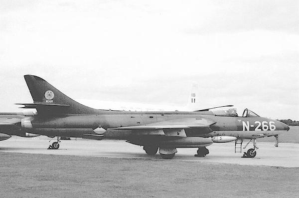 Naam: Foto 207. 'N-266'. Hawker Hunter F.Mk.6 van 325 Squadron. 600 breed kopie.jpg Bekeken: 289 Grootte: 119,9 KB
