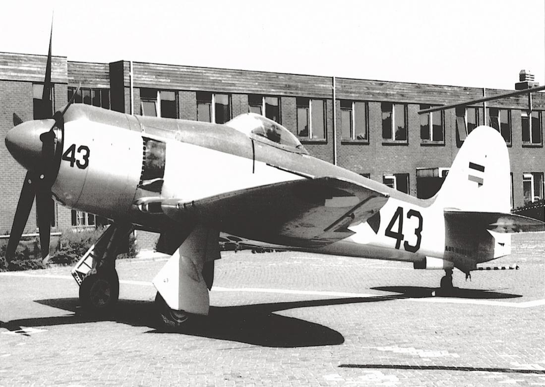 Naam: #382. 6-43 (= F-43) Hawker Seafury FB.Mk.51. 1100 breed.jpg Bekeken: 399 Grootte: 119,7 KB