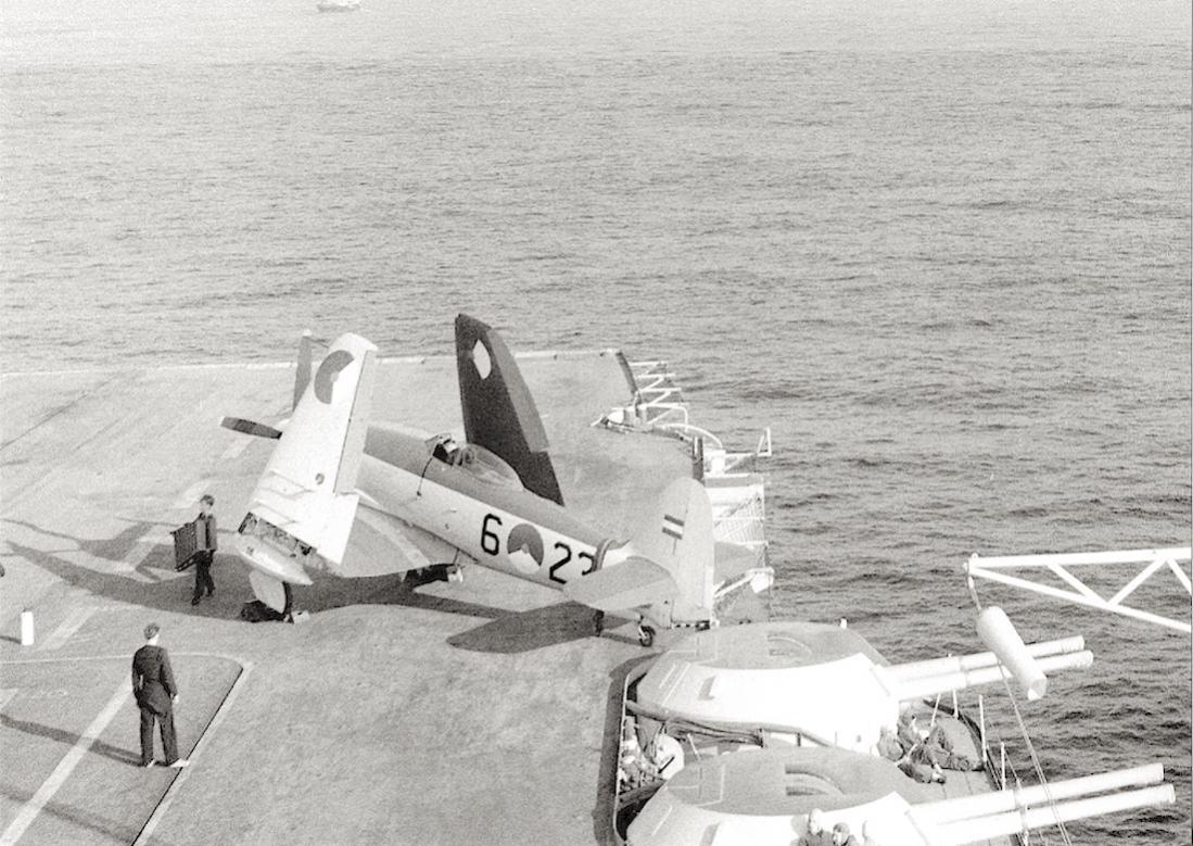 Naam: #384. '6-27' (= 'F-23'). Hawker Seafury FB.Mk. 51. 1100 breed.jpg Bekeken: 305 Grootte: 140,8 KB