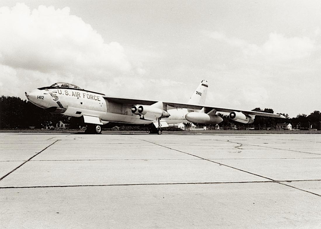 Naam: Foto 793. 52-1412. (MSN 44096). Douglas-Tulsa B-47E-35-DT Stratojet. March 1964 converted to EB-.jpg Bekeken: 152 Grootte: 99,3 KB