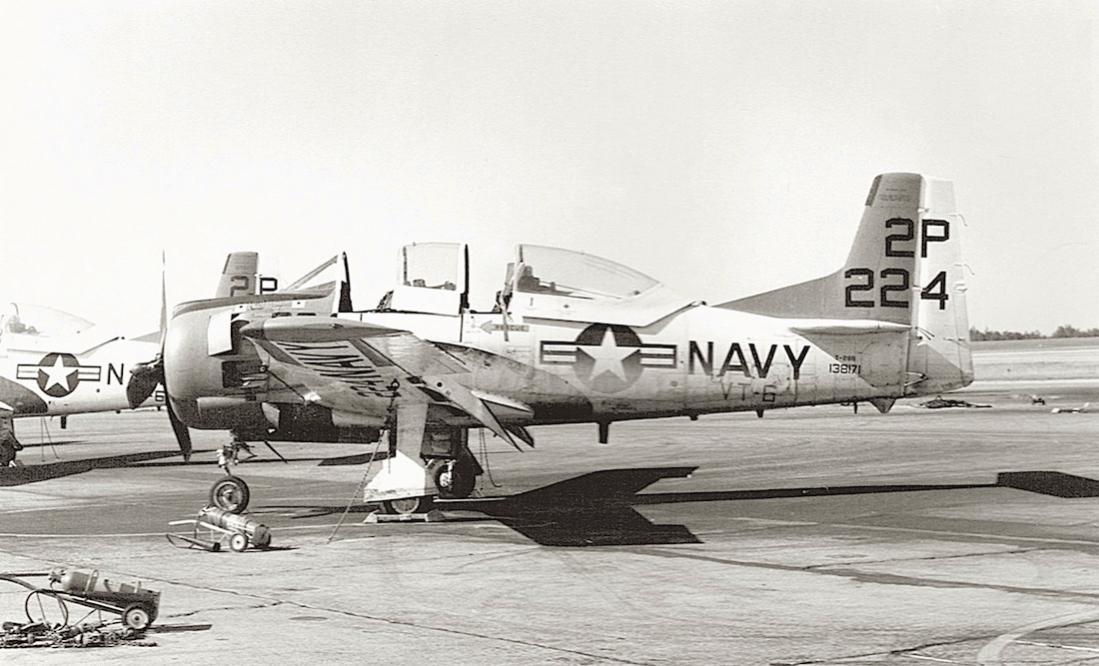 Naam: Foto 794. 138171 (MSN 200-242). North American T-28B Trojan. US Navy. To MASDC as 5T0164 21Dec78.jpg Bekeken: 123 Grootte: 94,2 KB