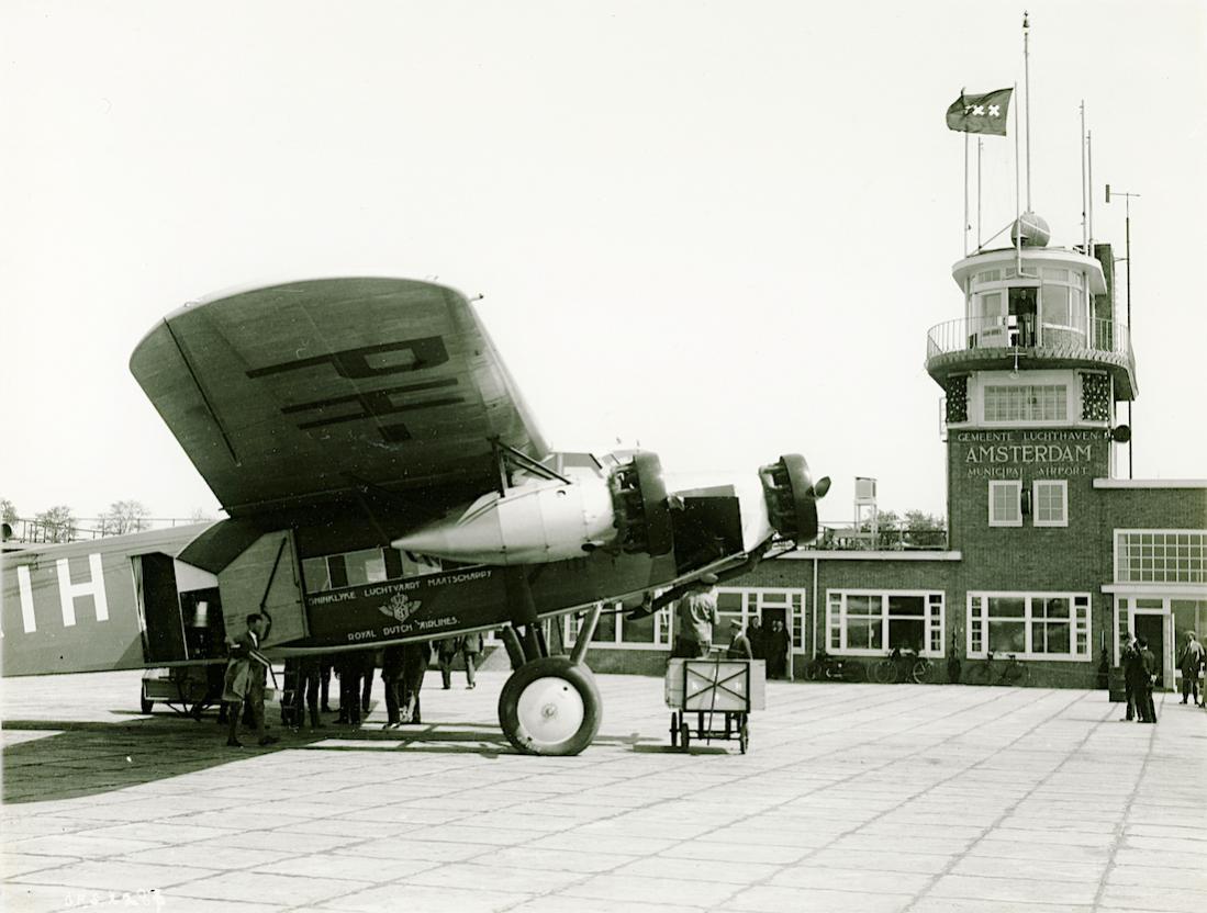 Naam: Foto 367. PH-AIH 'Havik'. Fokker F.XII. 1100 breed.jpg Bekeken: 177 Grootte: 99,6 KB