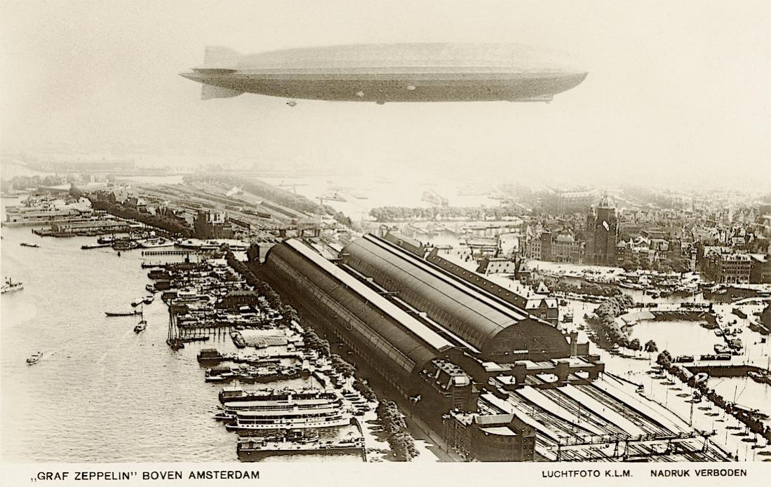 Naam: Kaart 853. Graf Zeppelin boven Amsterdam Centraal Station. 1100 breed.jpg Bekeken: 72 Grootte: 148,6 KB
