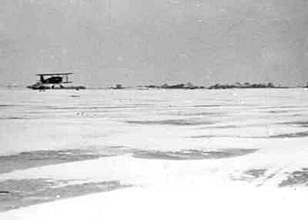 Naam: a3 Winters klusje op MVKK, 1935.jpg Bekeken: 748 Grootte: 24,6 KB