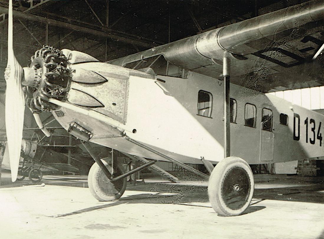 Naam: Foto 406. D-1342. Focke-Wulf A 17a 'Emden'. Foto heeft (water?)schade, kopie 1100.jpg Bekeken: 158 Grootte: 134,5 KB
