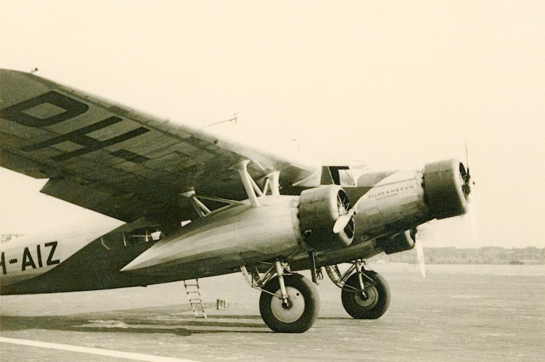 Naam: Foto 229. PH-AIZ 'Zilvermeeuw'. Fokker F.XX. Fliegerh. Gütersloh (vlgns verkoper). 1100 breed.jpg Bekeken: 352 Grootte: 81,1 KB