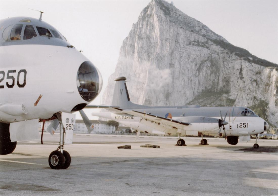 Naam: #355. 2x Breguet BR 1150 Atlantic (SP-13A) in Gibraltar. 1100 breed.jpg Bekeken: 156 Grootte: 86,6 KB