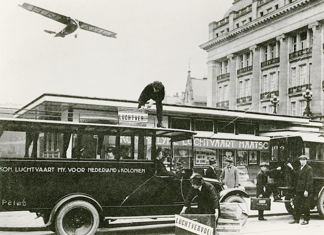 Naam: Foto 323. KLM-gebouwtje aan het Kleine-Gartmanplantsoen (1924-1949) te Amsterdam. Vertrekpunt lu.jpg Bekeken: 123 Grootte: 166,9 KB