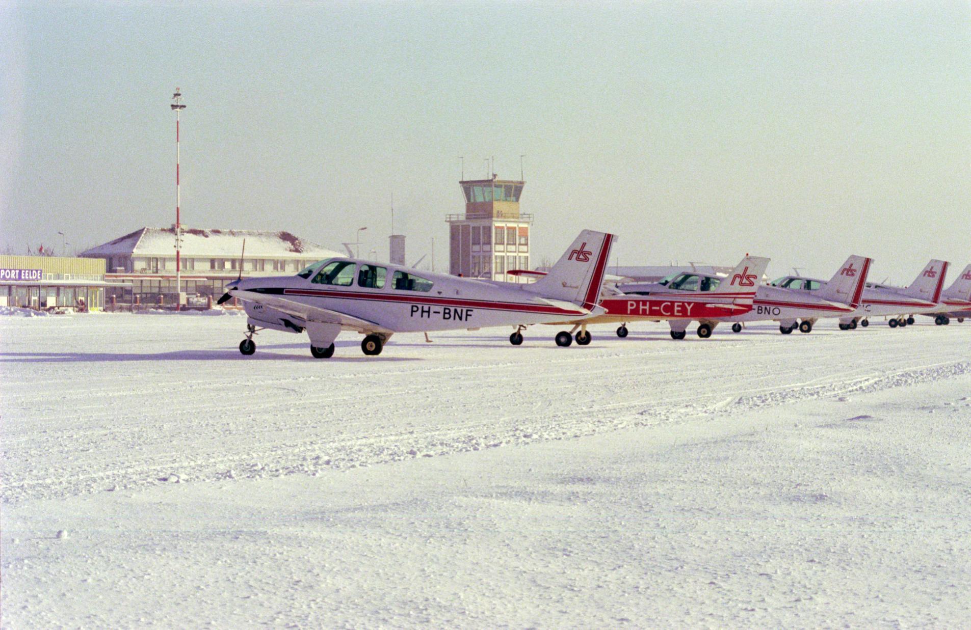 Naam: Flightline 79.jpg Bekeken: 750 Grootte: 319,0 KB