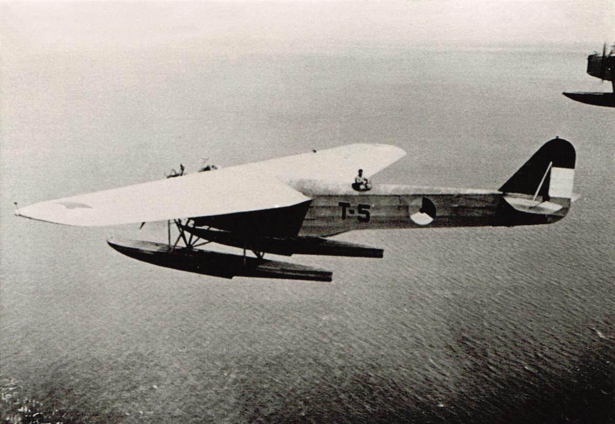 Naam: Foto. 'T-5'. Fokker T-IV, kopie.jpg Bekeken: 424 Grootte: 138,2 KB