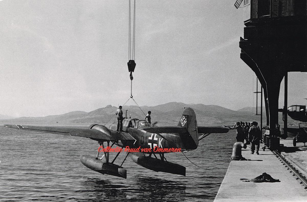 Naam: Foto. Fokker T.VIIIw. BEUTE. 600 kopie 2, rood.jpg Bekeken: 313 Grootte: 299,2 KB