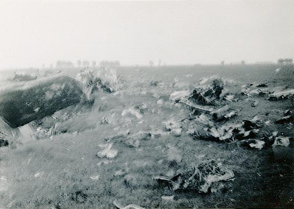 Naam: Foto 113. 1940-05:10-14. (als foto 112). Onscherp. -2 600 breed.jpg Bekeken: 106 Grootte: 44,2 KB