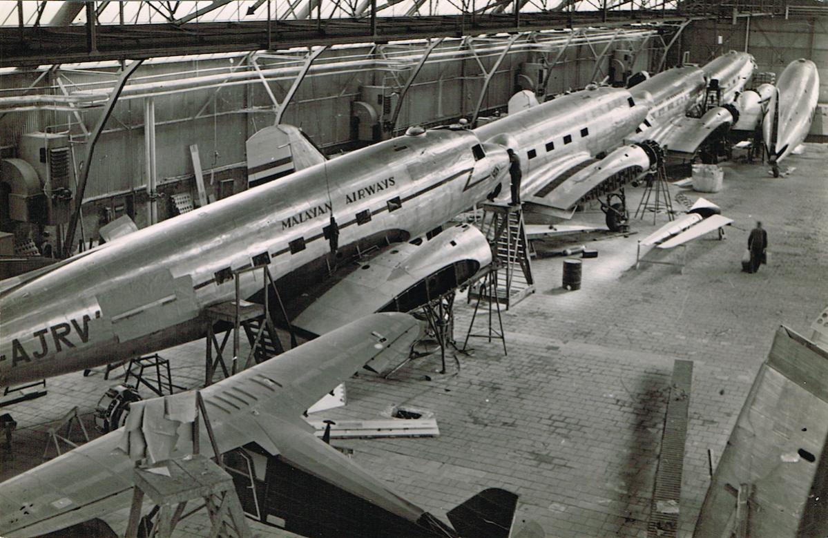 Naam: Foto 2. Fokker fabriek, licentie assemblage DC-2, kopie.jpg Bekeken: 758 Grootte: 159,3 KB