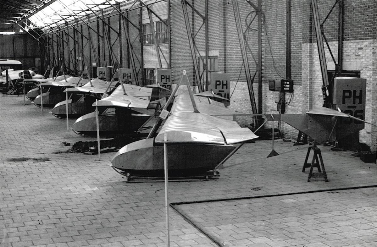 Naam: Foto 4. Fokker, ESK zwevers in aanbouw, kopie.jpg Bekeken: 582 Grootte: 172,1 KB