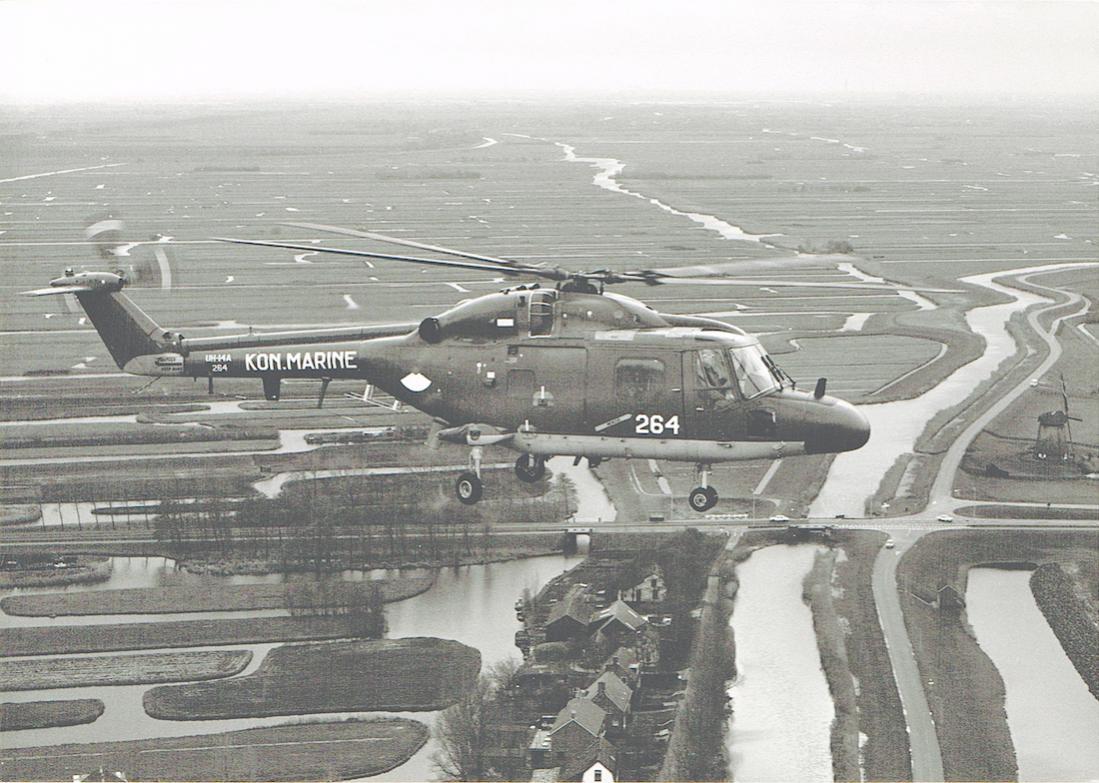 Naam: #372. '264'. Westland Lynx Mk.25 (UH-14A) boven Nederlands landschap. 1100 breed.jpg Bekeken: 176 Grootte: 127,6 KB