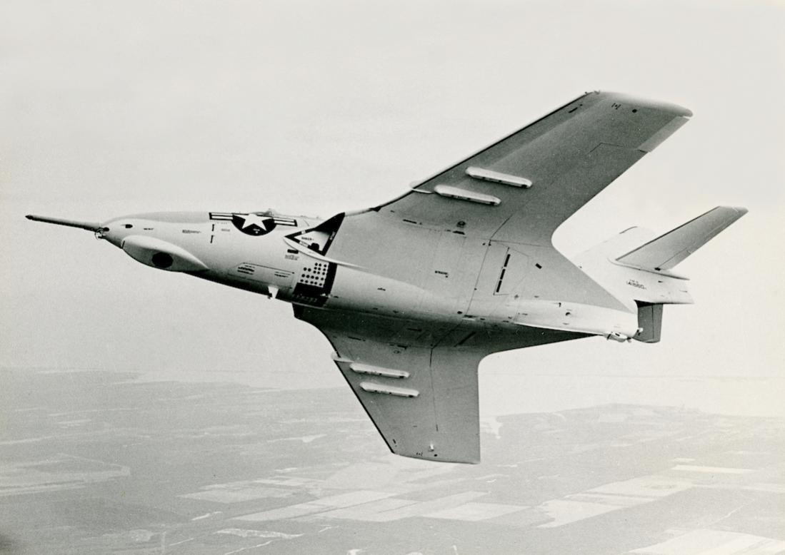 Naam: Foto 767. 141660. Grumman (Model G-99) F9F-8 (F-9J). 1100 breed.jpg Bekeken: 178 Grootte: 67,6 KB