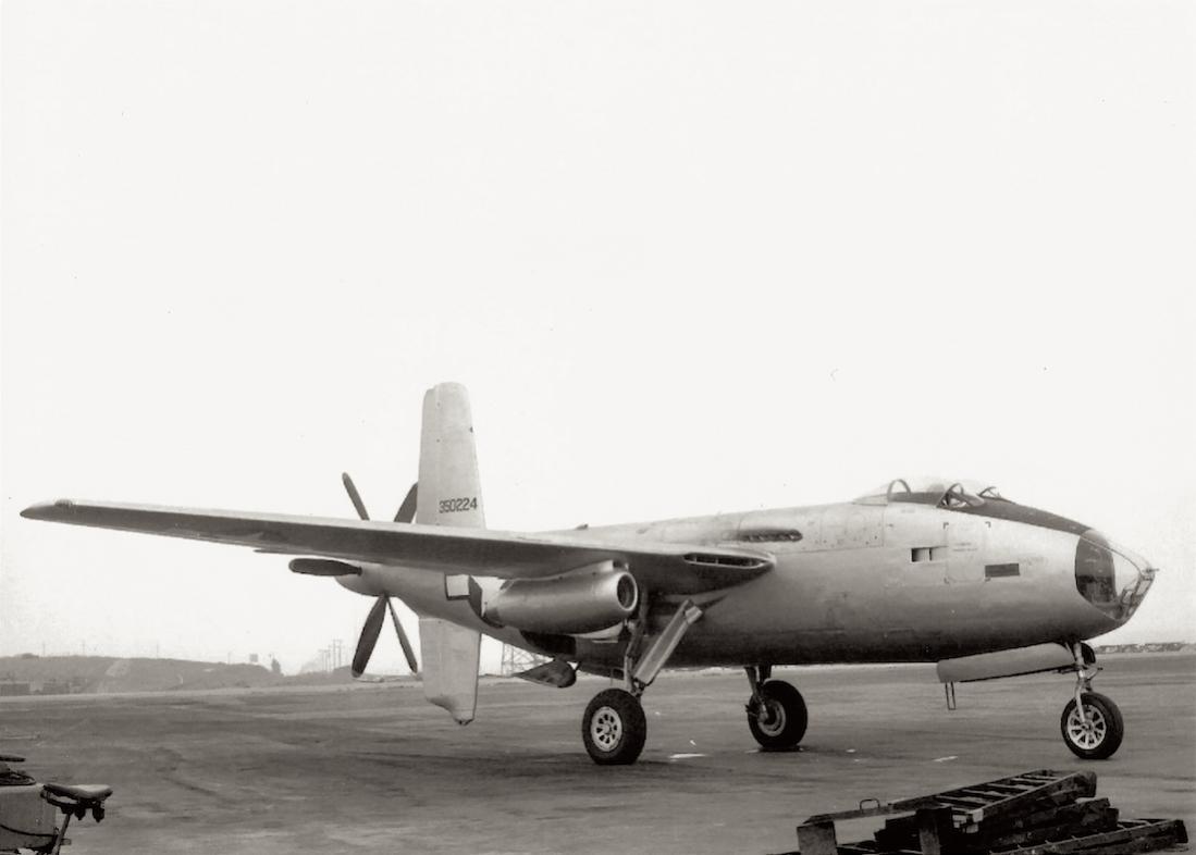 Naam: Foto 647. Douglas XB-42 Mixmaster. Hier nog met de 'twin bubble canopies'. Na de 1e vlucht gewij.jpg Bekeken: 192 Grootte: 52,2 KB
