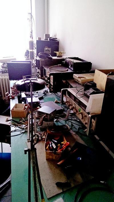 Naam: Blik in de radio repair shop.jpg Bekeken: 390 Grootte: 137,2 KB