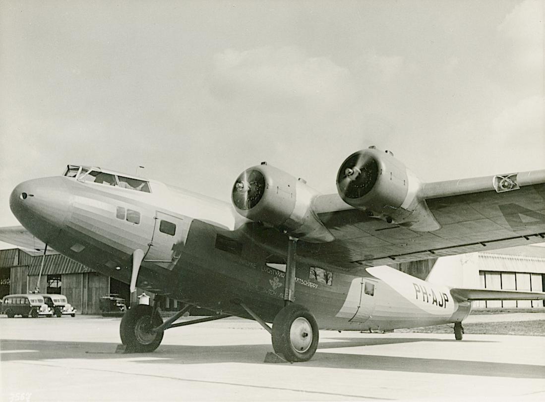 Naam: Foto 353. PH-AJP 'Papegaai'. Fokker F.XXII. 1100 breed.jpg Bekeken: 139 Grootte: 86,7 KB