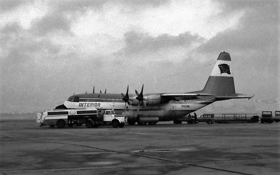 Naam: 25. Lockheed L-100 Hercules N921NA Interior op 30-08-74 ontploft bij uitladen brandstof.jpg Bekeken: 603 Grootte: 148,1 KB
