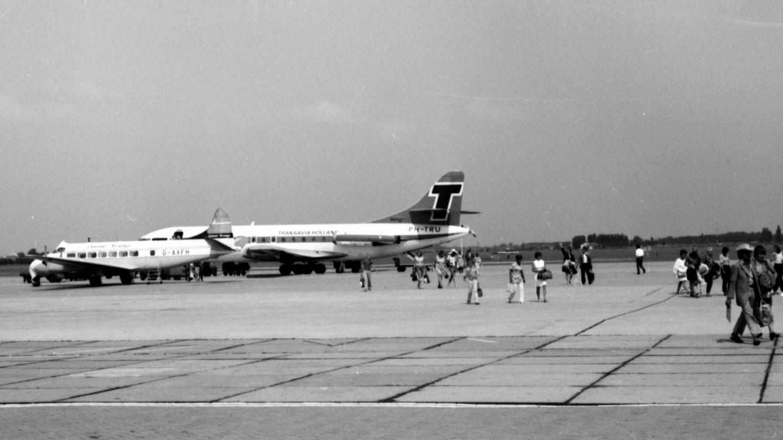 Naam: 24. PH-TRU SE-210 Caravelle VI-R cn.102 Transavia.jpg Bekeken: 648 Grootte: 320,7 KB