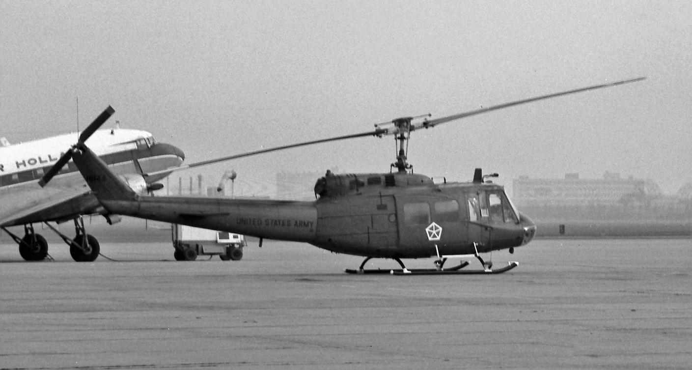 Naam: 32. Bell Huey 18144 U.S. Army.jpg Bekeken: 488 Grootte: 194,9 KB